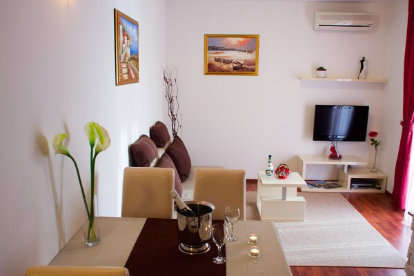 accommodation-trogir-tonina-about-us-big-image